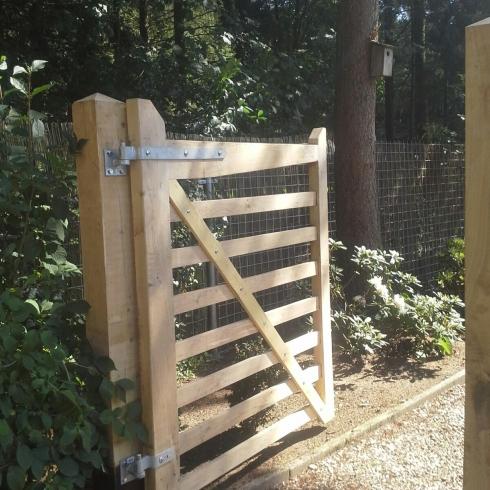 Houten hekken en poorten