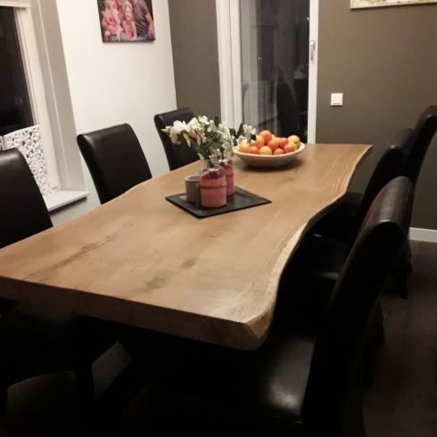 Solide eiken tafels